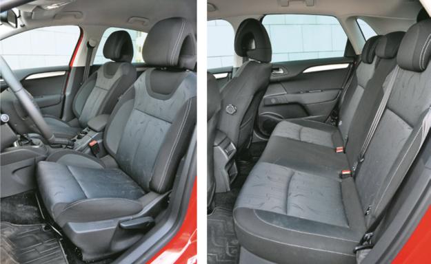 CITROEN Szerokie, wygodne fotele z dobrym trzymaniem bocznym. Z tyłu: krótkie siedzisko kanapy (46 cm). /Motor