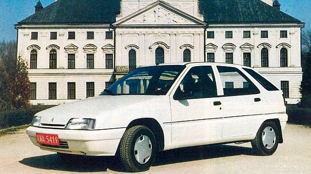 Citroen ZX należał do segmentu C, pojazdów bardzo dobrze sprzedawanych, ale napotykających niezwykle ostrą konkurencję. /Motor