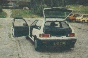 Civic ma troje bardzo szerokich drzwi. /Motor