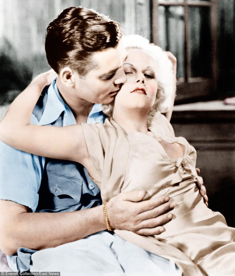 """Clark Gable i Jean Harlow w filmie """"Kaprys platynowej blondynki"""" /Everett Collection /East News"""