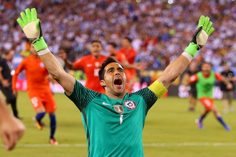 Claudio Bravo fetuje czerwcowy triumf w Copa America /AFP