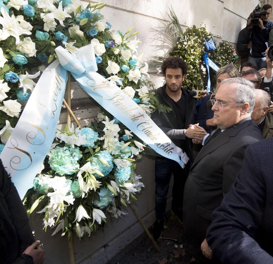 Claudio Lotito składający wieniec przy rzymskiej synagodze /CLAUDIO PERI /PAP/EPA