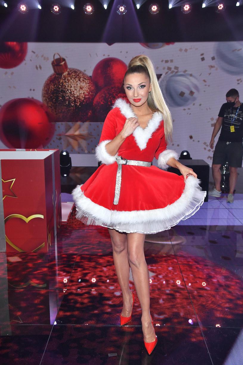 Cleo w stroju pani Mikołajowej /Mateusz Jagielski /East News