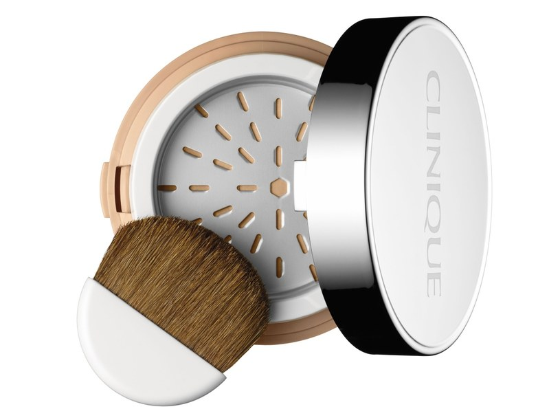 Clinique Superbalanced Powder Makeup SPF 15 Mineral Rich Formula   /materiały prasowe