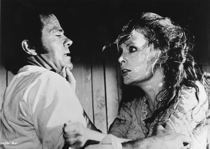 "Clint Eastwood i Verna Bloom w filmie ""Mściciel"" /AKPA"