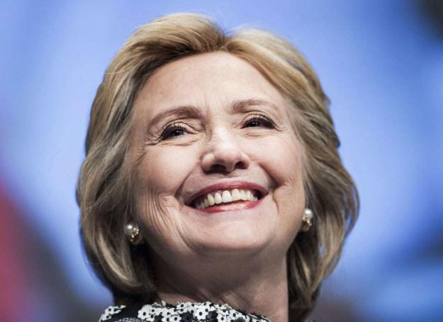 Clinton od początku twierdziła, że nigdy nie wysyłała poufnych wiadomości /Brendan Smialowski /AFP