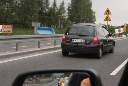 """Clio blokuje lewy pas """"zakopianki"""" /"""