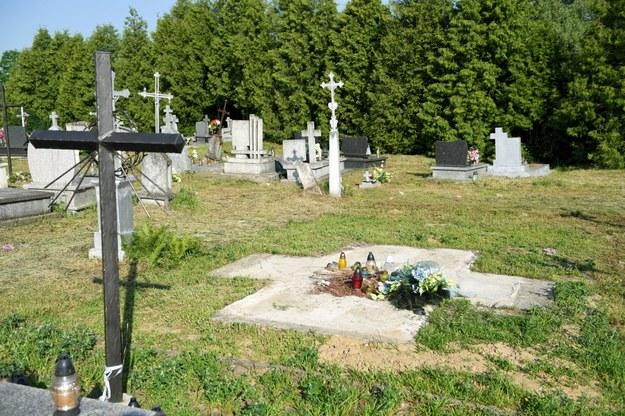 Cmentarz komunalny w Hruszowicach. Celem prac archeologicznych pracowników Biura Poszukiwań i Identyfikacji Instytutu Pamięci Narodowej było ustalenie czy w miejscu istniejącego do 26 kwietnia 2017 r. pomnika ku czci UPA znajdują się pochówki członków tej ukraińskiej nacjonalistycznej formacji