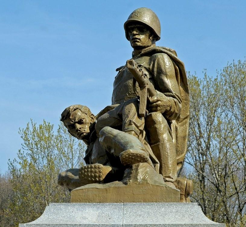 Cmentarz Mauzoleum Zolnierzy Radzieckich poleglych w czasie II wojny swiatowej /Jan Bielecki /East News