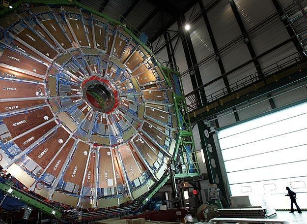CMS - detektor przy Wielkim Zderzaczu Hadronów, służy m.in. do obserwacji mionów /AFP