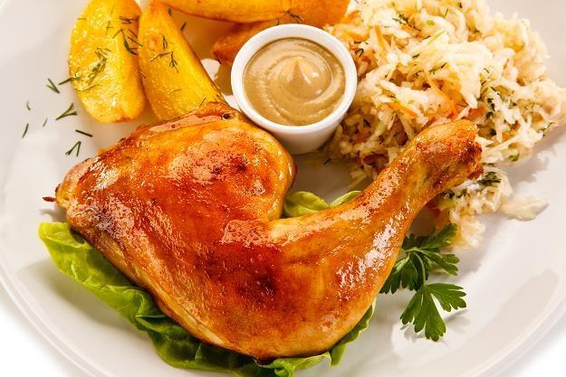 Co będzie się kryć za udkiem kurczaka? /©123RF/PICSEL
