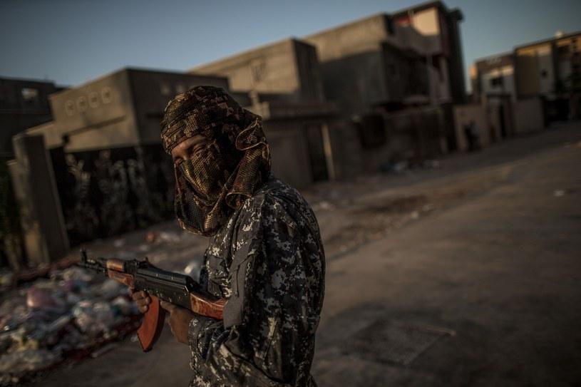 Co chwilę słychać jakiś strzał bądź odległą detonację /Amru Salahuddien/Sipa US /East News
