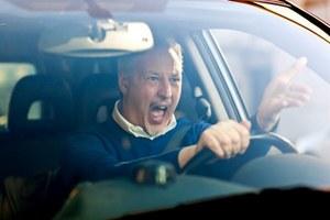 Co czwarty kierowca prowadząc pojazd krzyczy i przeklina. A ty?