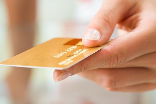 Co czwarty Polak płaci w sklepie kartą zbliżeniową /©123RF/PICSEL
