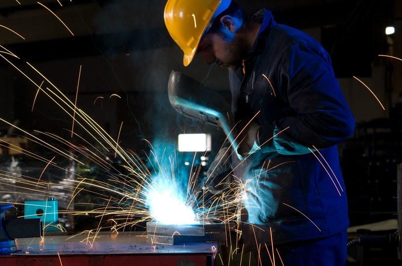 Co drugi pracownik zatrudniony w przemyśle ciężkim zarabiał w 2013 roku powyżej 4560 zł brutto miesięcznie /123RF/PICSEL