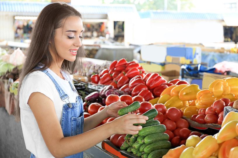 Co dziesiąta partia warzyw i owoców w sklepach sprawdzonych przez Inspekcję Handlową miała błędną informację o kraju pochodzenia lub nie miała jej wcale /123RF/PICSEL