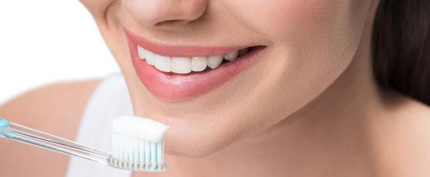 Co jest w paście do zębów? Lista najważniejszych składników i ich działanie