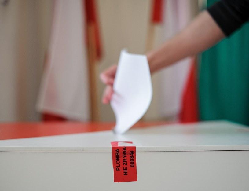 Co ma wpływ na nasze decyzje wyborcze? /Rafał Oleksiewicz /East News