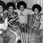 Co Michael Jackson robił pod łóżkiem brata?