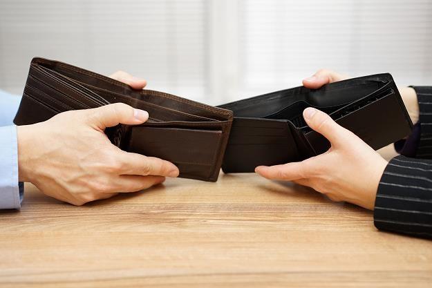 Co miesiąc bankrutuje 500 konsumentów /©123RF/PICSEL