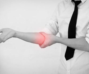 Co może oznaczać ból łokcia? Przyczyny, objawy, jak leczyć?