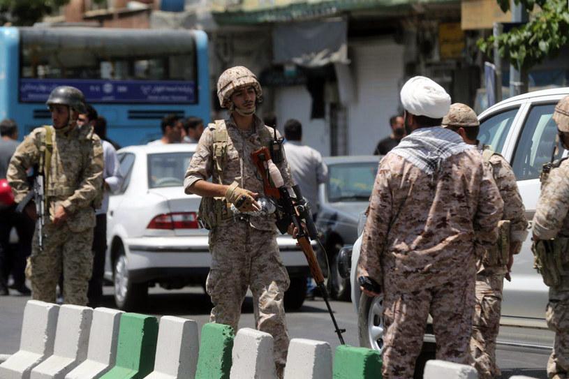 Co najmniej 13 osób zginęło, a 43 zostały ranne w przeprowadzonych w środę zamachach /AFP