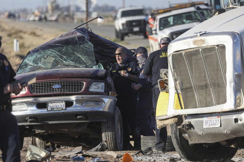 Co najmniej 15 ofiar śmiertelnych zderzenia samochodów /Sandy Huffaker /PAP/EPA