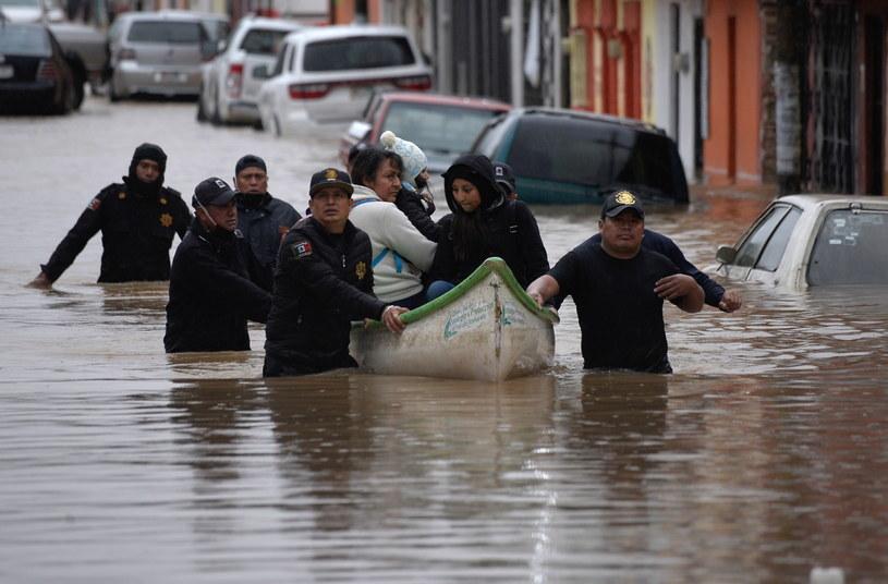 Co najmniej 20 osób straciło życie wskutek huraganu Eta w Meksyk /Carlos Lopez /PAP/EPA