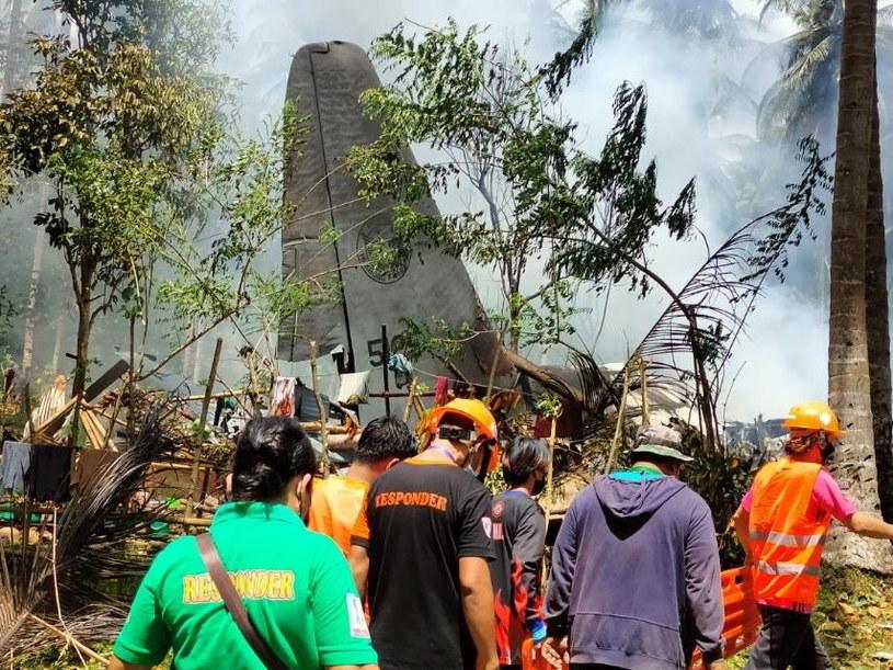 Co najmniej 29 osób zginęło, a 50 zostało rannych w katastrofie samolotu /PAP/EPA/JTF HANDOUT /PAP