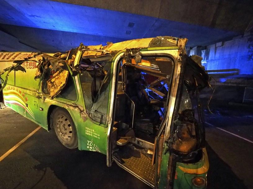 Co najmniej 32 osoby zginęły w wypadku autobusu na Tajwanie /PAP/EPA
