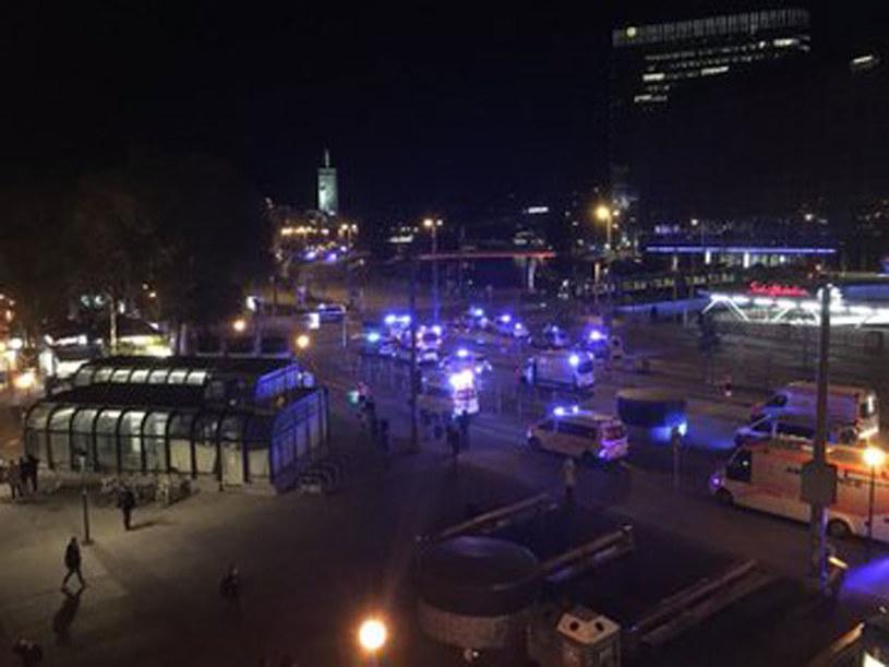 Co najmniej jedna osoba zginęła w strzelaninie w centrum Wiednia /Twitter