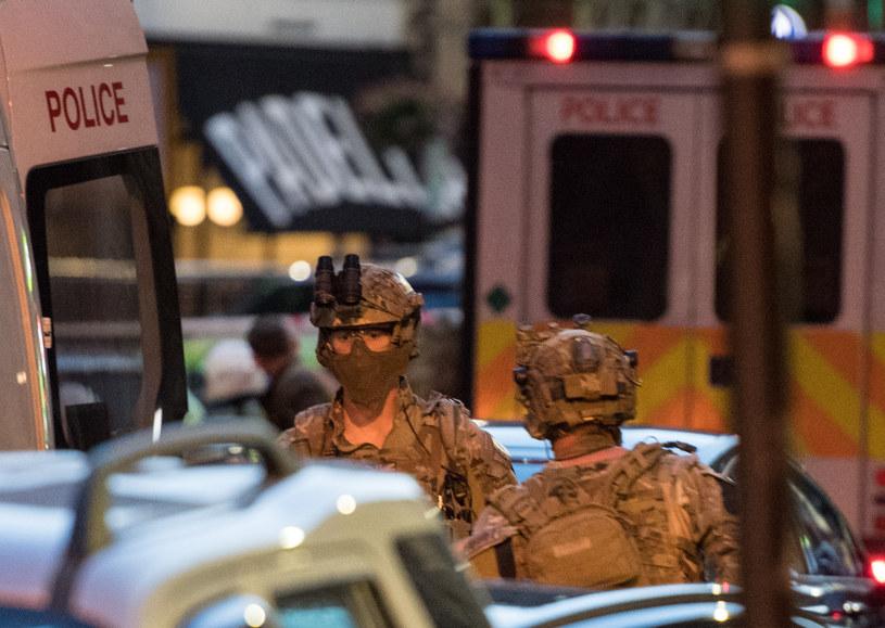 Co najmniej sześć osób zginęło w zamachach terrorystycznych w Londynie /CHRIS J RATCLIFFE /AFP