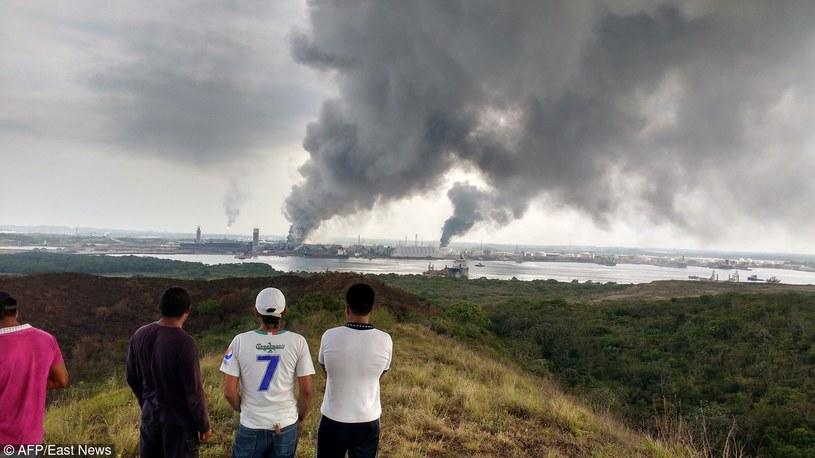 Co najmniej trzy osoby zginęły, a ponad 100 zostało rannych w silnej eksplozji, do której doszło w zakładach petrochemicznych meksykańskiego koncernu naftowego Pemex /AFP PHOTO / IGNACIO CARVAJAL /East News