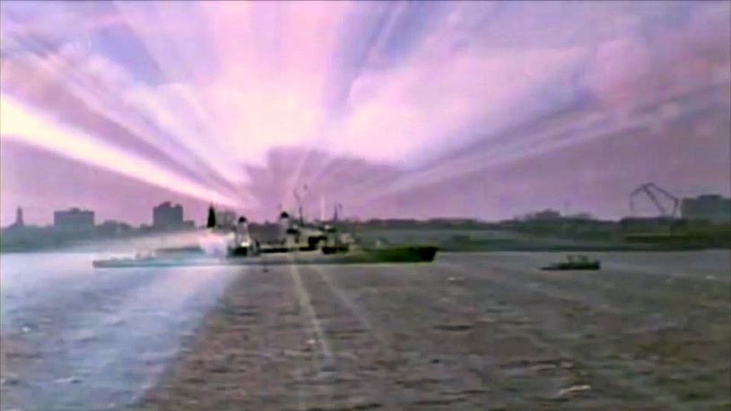 """Co naprawdę chcieli osiągnąć naukowcy zajmujący się projetkem Tęcza? (kadr z filmu """"Eksperyment Filadelfia"""" z 1984 r.) /YouTube"""