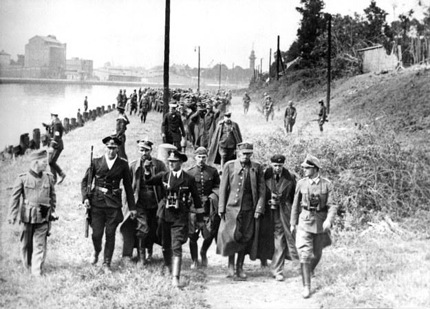 Co niewłaściwego było w życiorysie obrońcy Westerplatte? /Associated Press /East News