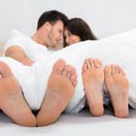 Co o relacjach w naszym związku mówi pozycja, w jakiej śpimy?