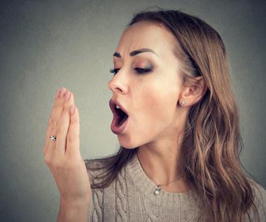 Co oznacza zapach acetonu z ust?