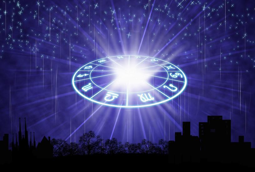 Co poszczególnym znakom zodiaku przyniesie lipiec? /123RF/PICSEL