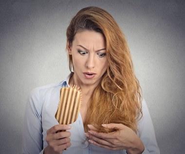 Co powoduje wypadanie włosów?