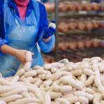 Co producenci dodają do żywności?