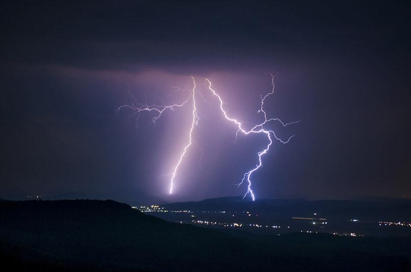 Co przyciąga pioruny i jak się chronić? /123RF/PICSEL