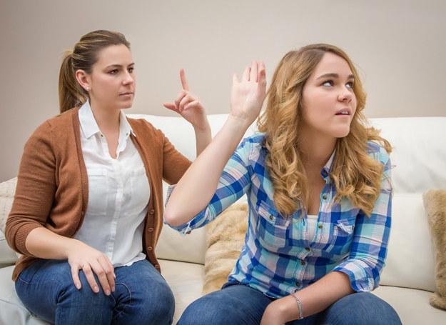 Co robić, gdy nastoletnie dziecko zaczyna się dziwnie zachowywać? /123RF/PICSEL