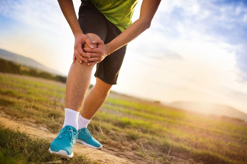 Co robić, żeby uwolnić się od bólu kolan i móc cieszyć się pełną sprawnością na długie lata? /123RF/PICSEL