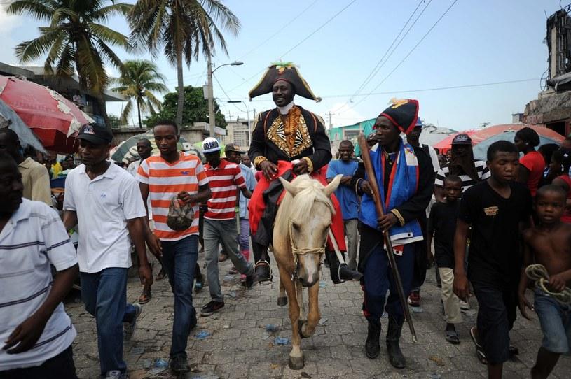 Co roku całe Haiti świętuje rocznicę rewolucji. Wśród nich znajdują się potomkowie Polaków, którzy do dziś tańczą polkę i kibicują reprezentacji /Hector Retamal /East News
