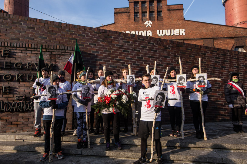 """Co roku organizowany jest bieg ku czci górników poległych w kopalni """"Wujek"""" /Fot. Dominik Gajda/REPORTER /East News"""