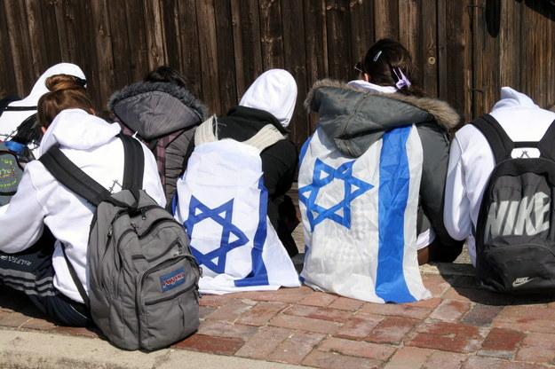 Co roku tysiące Izraelczyków w wieku 16-18 lat przyjeżdżają do Polski i odwiedzają miejsca związane z Zagładą /Mirosław Trembecki  /PAP