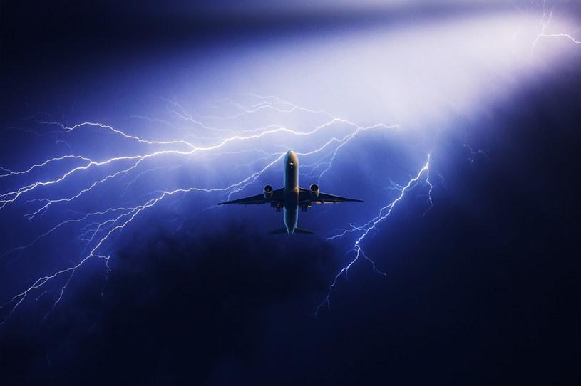 Co się stanie, kiedy piorun uderzy w samolot? /123RF/PICSEL
