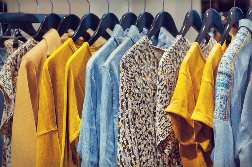 Co sprawia, że chcemy kupować ubrania od polskich projektantów? /123RF/PICSEL