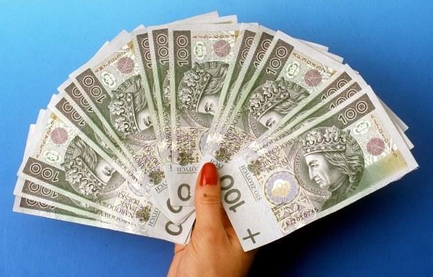Co trzeci bank promuje chęć sfinansowania konsumpcyjnych wydatków Polaków /© Bauer