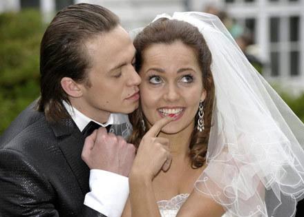 Co wydarzy się podczas ślubu Violi (Anna Prus) i Kuby (Piotr Ligienza)? /AKPA